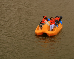 Teens exploring Seaside canal by rental boat